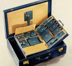 エリザベス女王に送られたデュポン社製トラベルケース