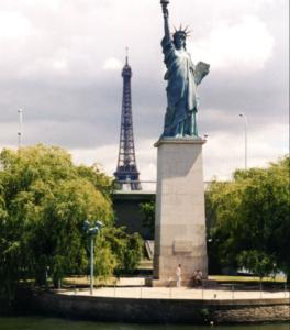 フランス・パリの自由の女神像